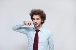 外人男性歯磨き